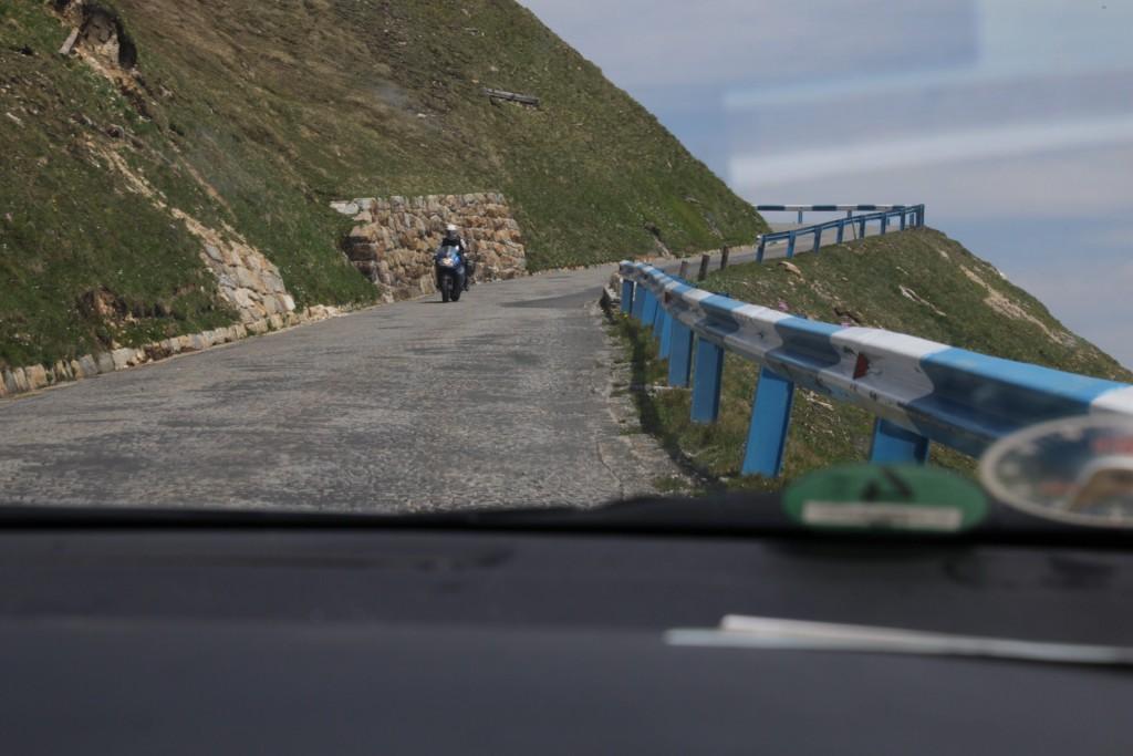 På vej op mod Edelwisserspitze - der er smalt og brostensbelagt vej