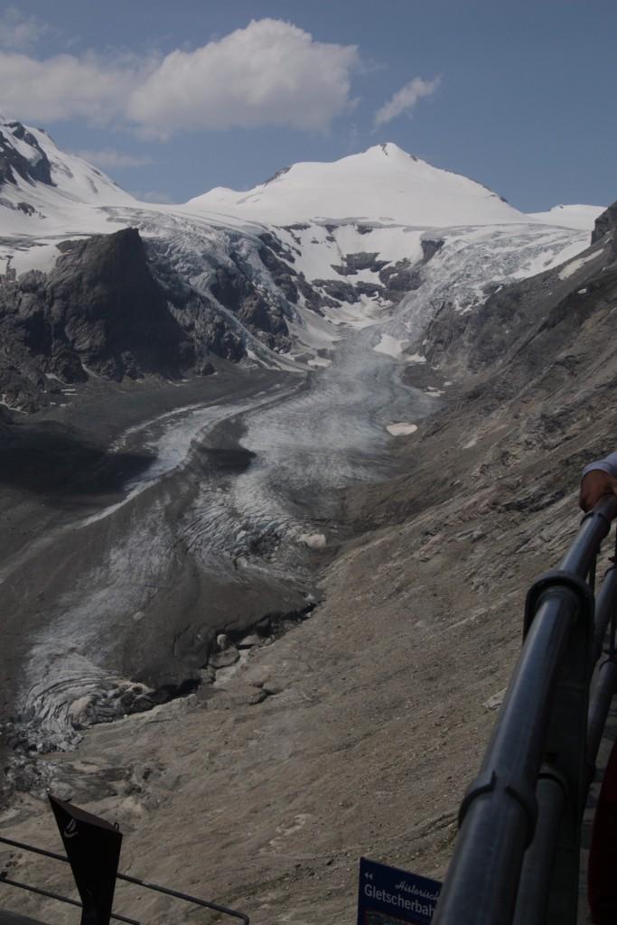 Pasterze - Østrigs største glacier, i dag ca. 8,5 km lang og 270 m tyk (der hvor den er tykkest).