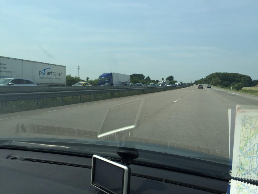 Der var kø i nordgående retning omkring Hamburg. Heldigvis for os, var der blot korte køer (uheld og vejarbejde) sydpå i dag.