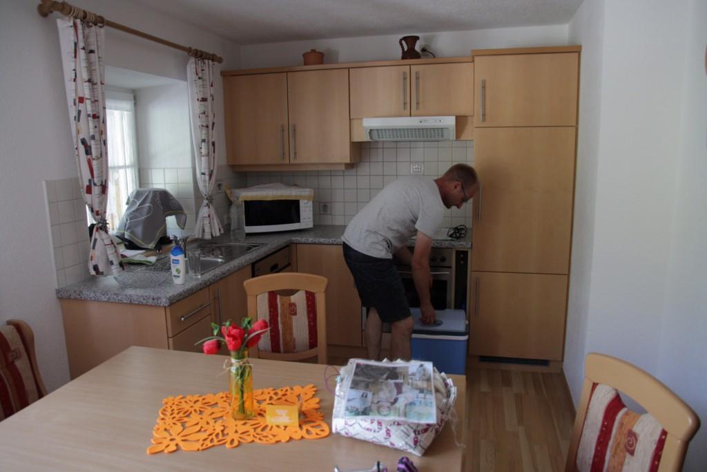 Fuldt udrustet køkken med alt i hårde hvidevarer, så vi kunne tømme vores lille medbragte køletaske.